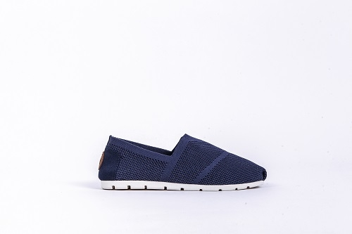 6 Sepatu Kanvas Keren yang Mudah Dijumpai di Outlet-Outlet Sepatu Online